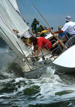Sail to build corporate team spirit